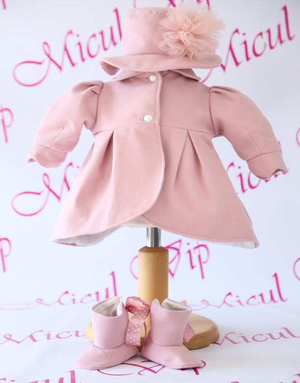 palton roz cizme